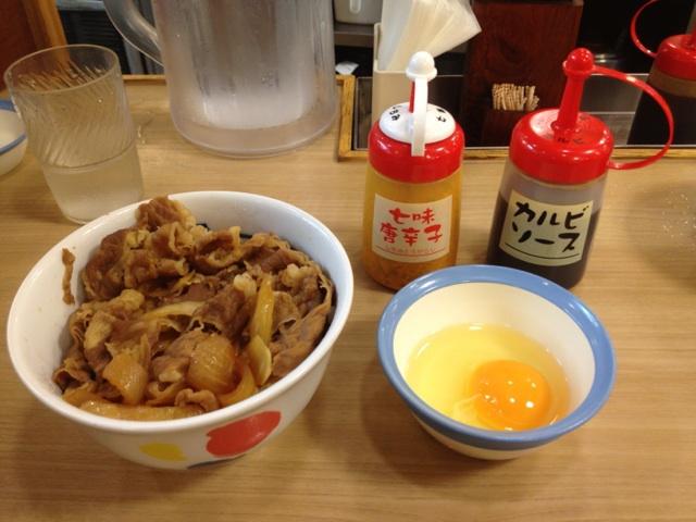 松屋の「牛めし」の最高においしい食べ方、「岩倉スペシャル」を君は知っているか