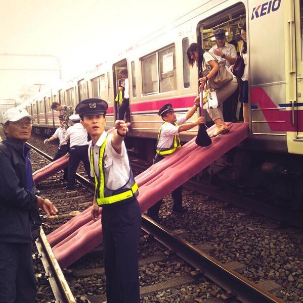 [福岡] 西鉄電車で「場違い排泄」撮影したAVメーカーの男2人を「公然わいせつ容疑」で逮捕! [388233467]
