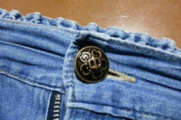 ズボンのボタン
