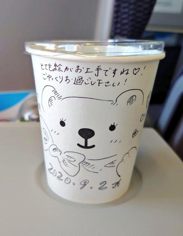 かわいいクマが描かれた紙コップ