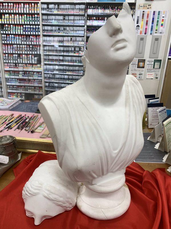 ナナメから見た石膏像