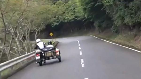 日本人が運転するロシア製バイク